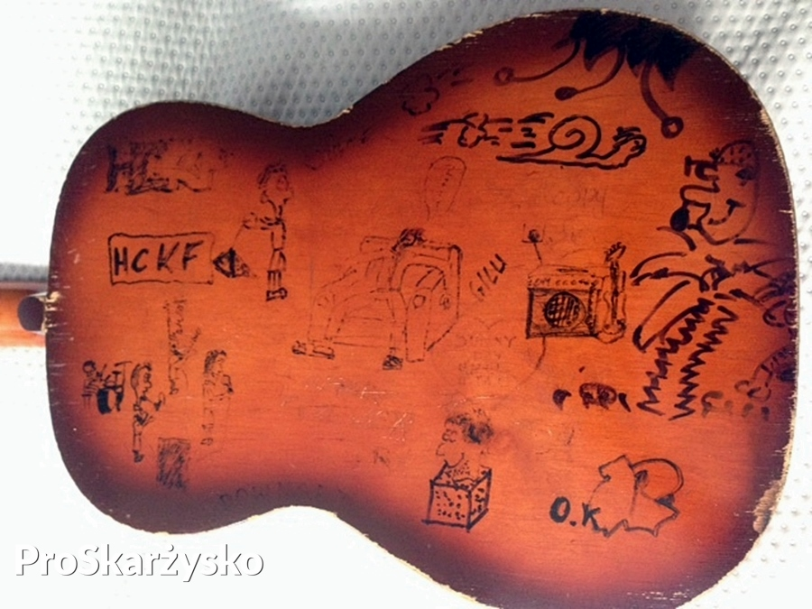 Gitara Kuby Kawalca z happysad przeznaczona na aukcję charytatywną
