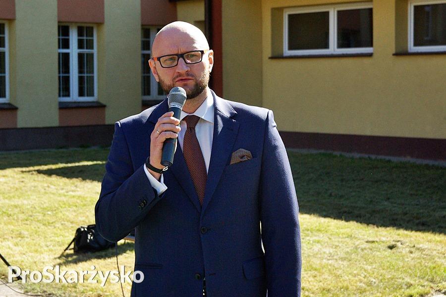 Paweł Buryło - od roku szkolnego 2016/17 dyrektor II Liceum Ogólnokształcącego w Skarżysku (poprzednio dyrektor III LO)