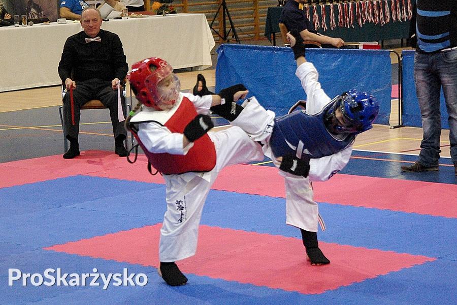 """W """"siostrzanobójczym"""" pojedynku o złoty medal walczą bliźniaczki Nadia i Nikola Pieniążek. Tym razem lepsza okazała się Nadia"""