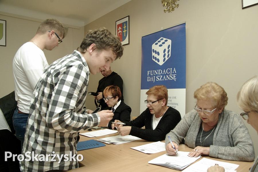"""Fundacja """"Daj Szansę"""" - stypendia na rok szkolny 2016/17"""