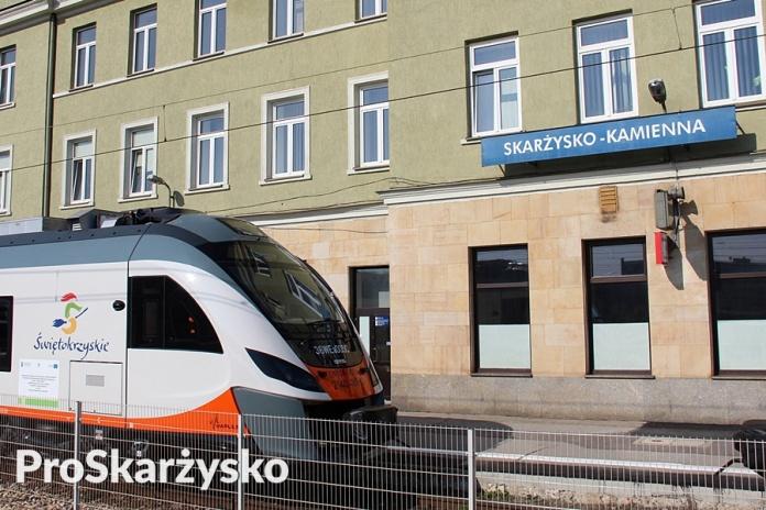 Pociąg Impuls na dworcu PKP w Skarżysku
