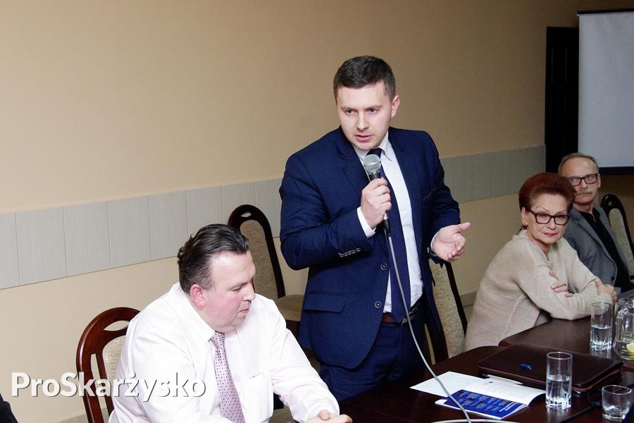Reforma oświaty - likwidacja gimnazjów - dyskusja w urzędzie miasta