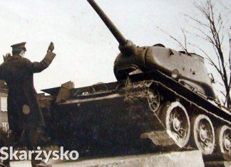 Momentu ustawiania czołgu t-34 na osiedlu Zachodnie w Skarżysku